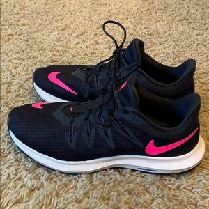 Nike quest running shoes size 8 navy and pink